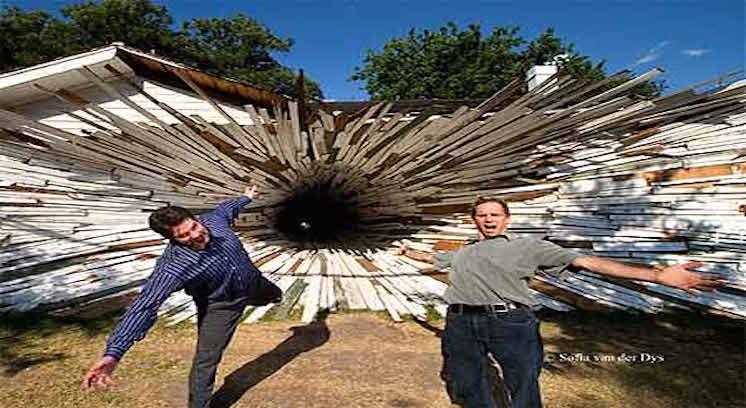 Tunnel House – שני בתי עץ ביוסטון טקסס אשר שימשו כחללי תערוכות ולימוד אמנות במשך 30 שנה.
