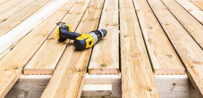 בניית דק: בואו לגלות איך תבנו דק מעץ בעצמכם